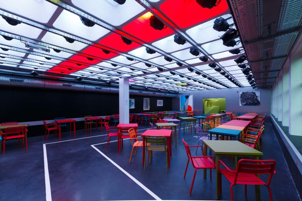 There are additional modular spaces for meetings and parties.